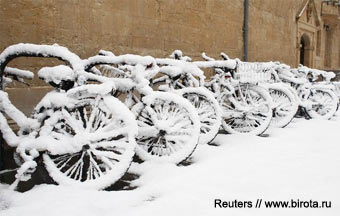 http://birota.ru/images/tech/techdocs/bike-storage/bikes-under-the-snow.jpg
